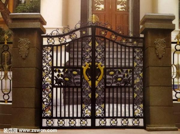合金入户门板采用欧盟板焊接成,门头采用拱型设计与别墅建筑的弓型相