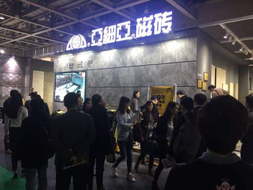 炸开了!广州设计周首日亚细亚展位人满为患