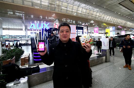 快闪合唱新年祝福曲,奥克斯南京南站送惊喜