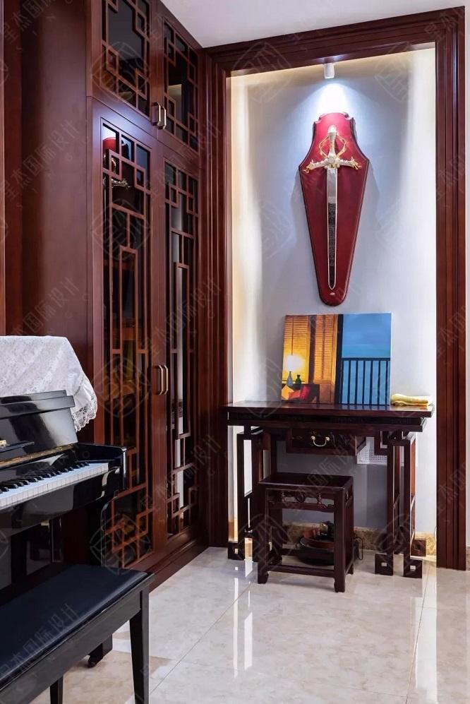 独立上套房楼梯设计图